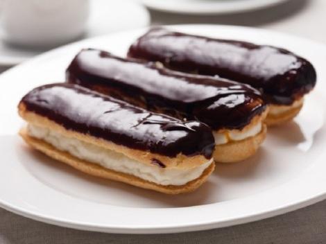 ecler-cu-crema-de-vanilie-si-glazura-de-ciocolata-800x600-21055