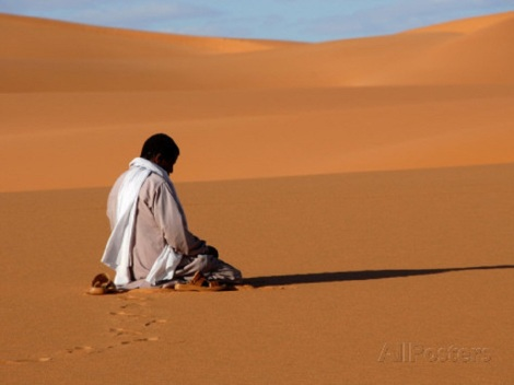 godong-muslim-man-praying-in-the-desert-sebha-ubari-libya-north-africa-africa