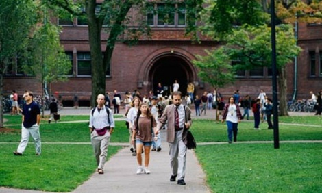 Harvard-students-leaving--007