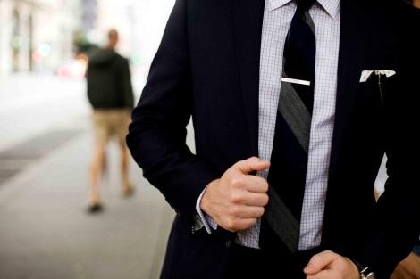 558344_man_suit_fashion_business_tie_4368x2912_(www.GdeFon.ru)